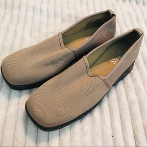 Bass Trisha II Tan Elastic Stretch Slip on Loafer